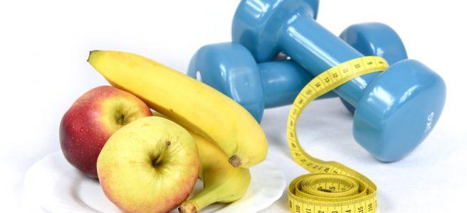 dieta dla sportowca - owoce leżące na talerzyku
